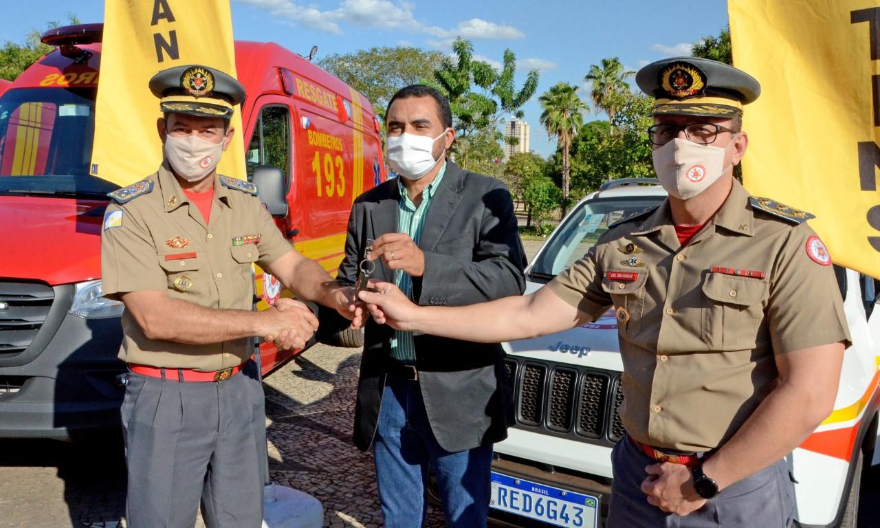 Governo do Tocantins entrega veículos de resgate ao Corpo de Bombeiros Militar