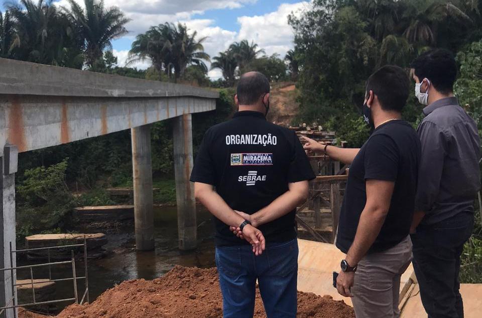 Prefeitura de Miracema vistoria manutenção na ponte sobre Rio Providência