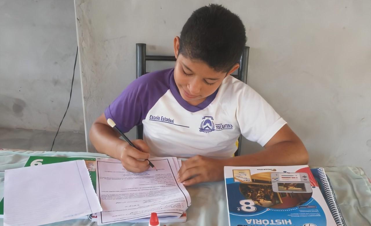 Comunidade escolar comemora retorno das atividades para o ensino fundamental
