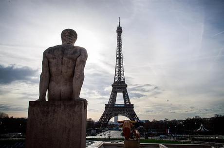 Torre Eiffel é evacuada em Paris após alerta de bomba dentro do monumento