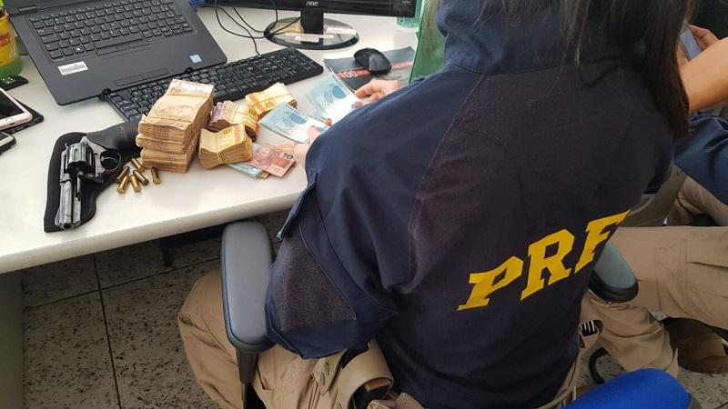 Idoso é preso pela PRF de Paraíso com arma de fogo e R$ 28 mil em dinheiro