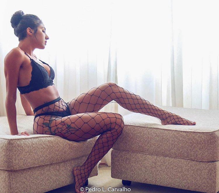 Raquel Onoe bomba nas redes sociais com corpo escultural