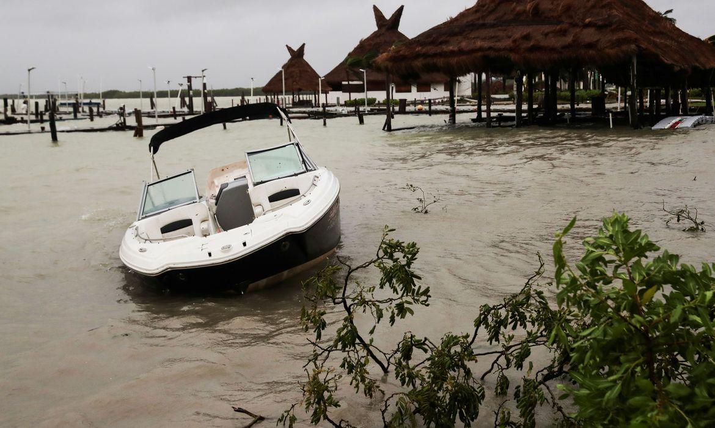 Ainda se recuperando de tempestade, Louisiana se prepara para furacão