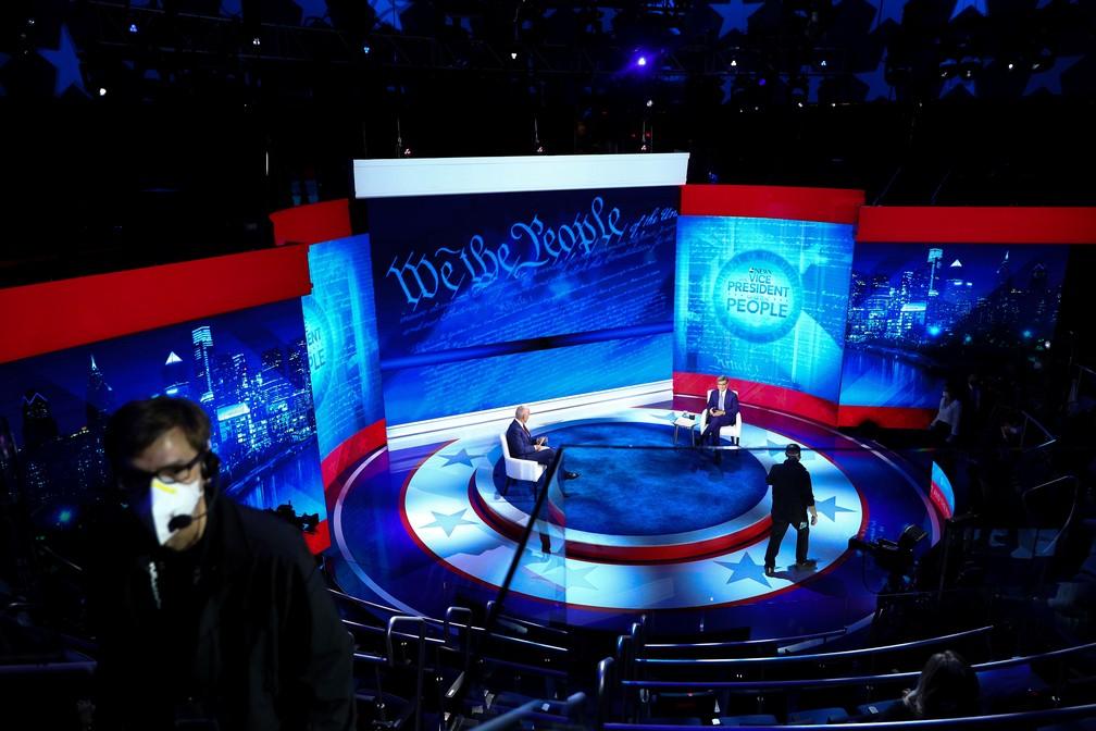 Trump e Biden participam de debates com eleitores em emissoras rivais nos EUA
