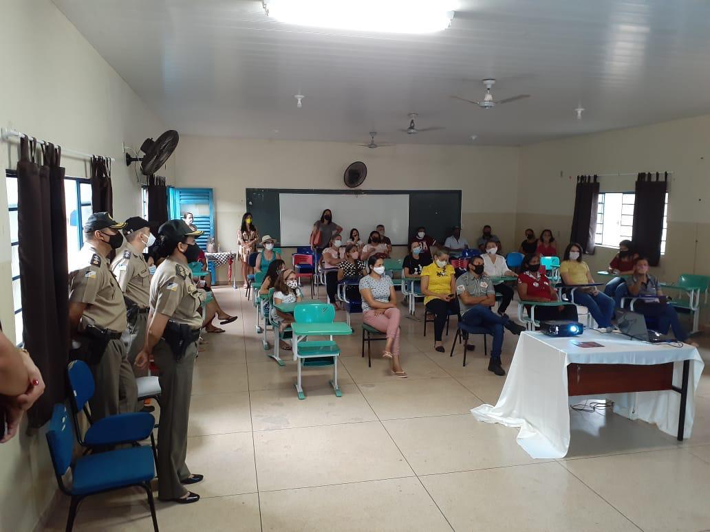 Comunidade escolar adere a proposta de implantação de Escola Cívico-Militar em Cristalândia