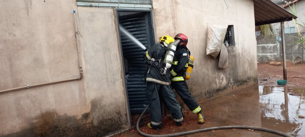 Incêndio destrói móveis de bar e casa em Gurupi