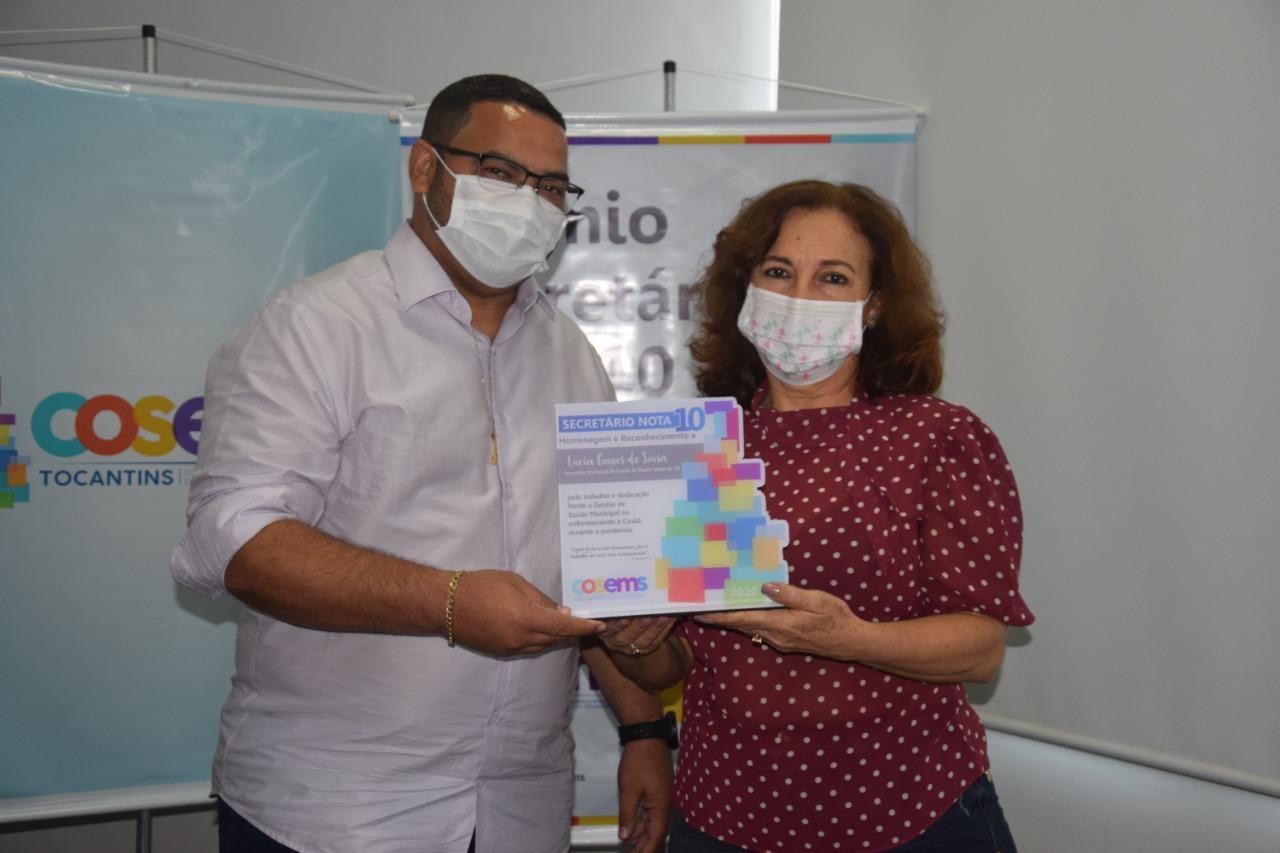 Prêmio Secretário Nota 10: Em Monte Santo, Lucia Gomes de Sousa é destaque em premiação do COSEMS