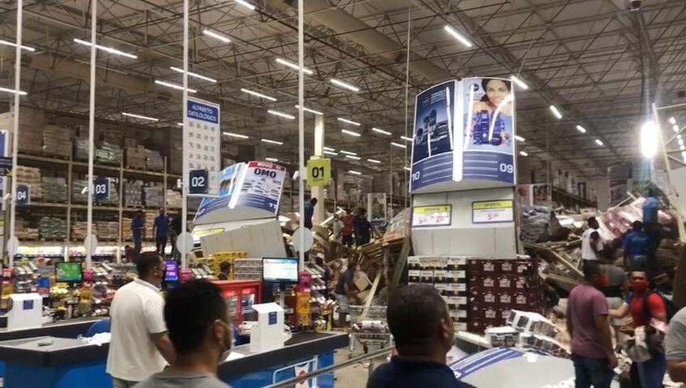 Prateleiras com produtos desabam e atingem clientes em supermercado de São  Luís; assista – Surgiu
