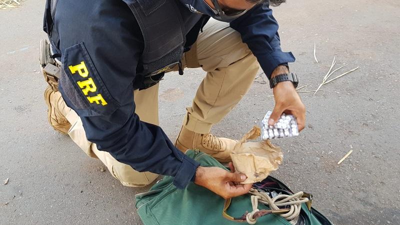 PRF prende homem na BR-153 com 90 comprimidos de rebite na bolsa, em Guaraí