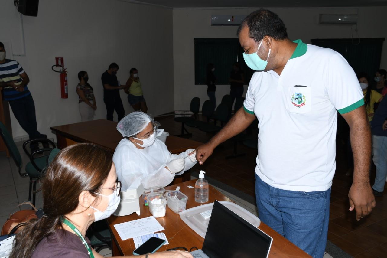 Servidores da Prefeitura de Paraíso realizam teste rápido de anticorpos para Covid-19