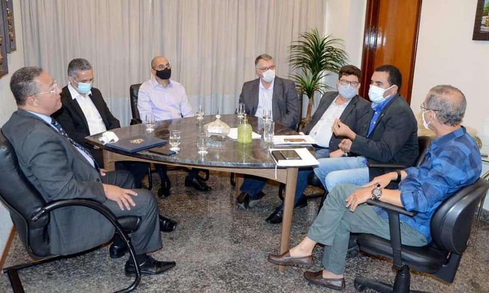 Vice-governador recebe empresários da Granol e discutem situação do setor industrial no Tocantins