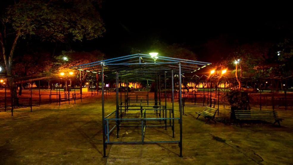 Após sete meses, feirantes voltam a vender os produtos na praça do Bosque em Palmas