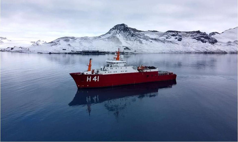 Navio Polar Almirante Maximiano parte com destino à Antártica