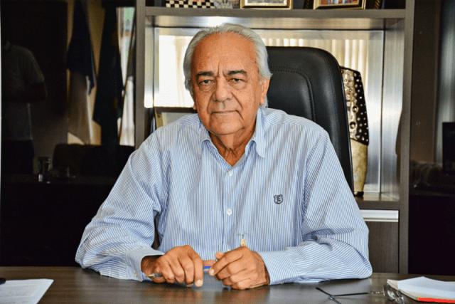 Prefeito Moisés Avelino paga segunda parcela do 13º salário dos Servidores