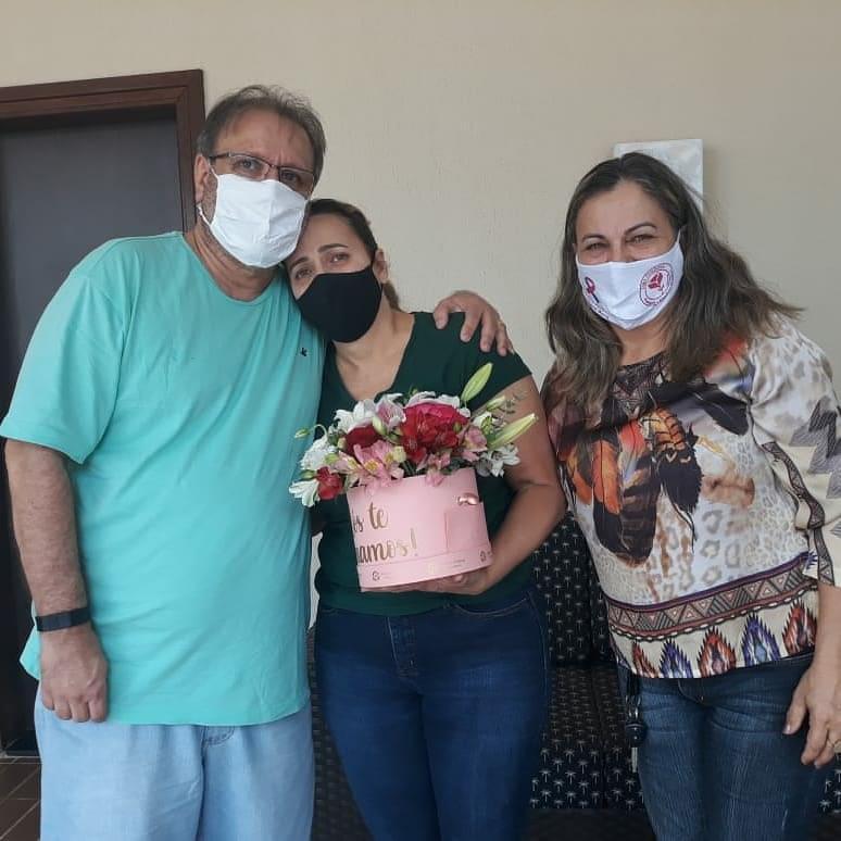 Após ficar 11 dias internada com Covid-19, deputada federal Dulce Miranda recebe alta hospitalar