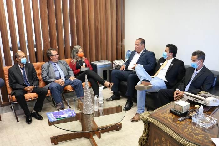 Prefeita eleita Nega e prefeito Luciano vão em Brasília em busca de recursos para Goianorte