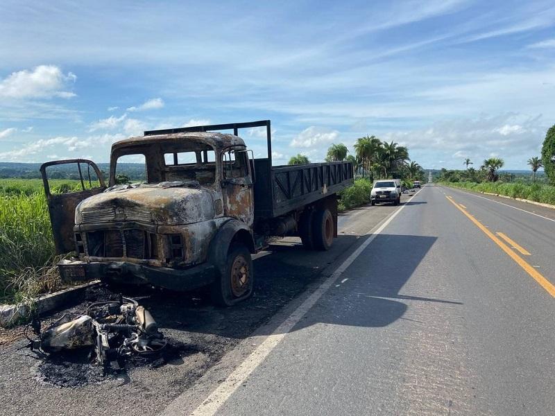 Casal morre após acidente envolvendo moto e caminhão na BR-153