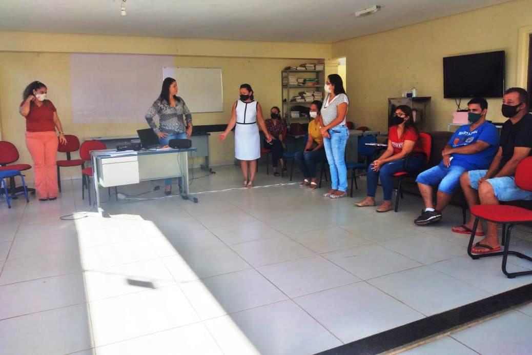 Secretária de Assistência Social e Habitação de Paraíso se reúne com equipe da Casa de Acolhimento Luz do Sol