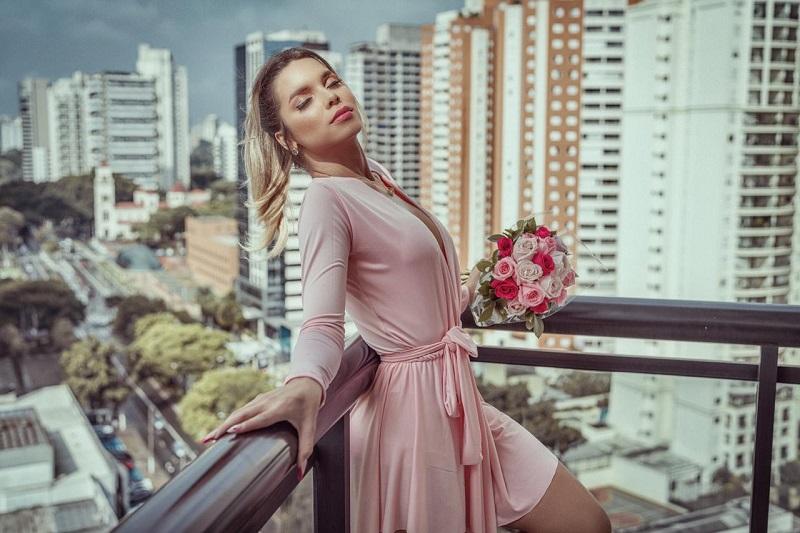 Cariorca Manuela Vitória revela seus cuidados estéticos e treinos