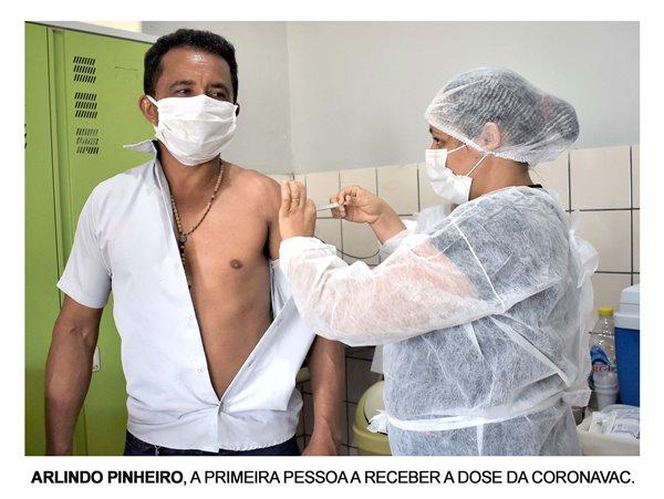 Motorista da Saúde é a 1ª pessoa imunizada em Abreulândia contra a covid-19