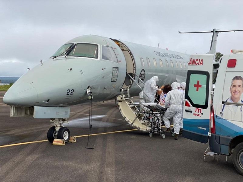 Pacientes do Amazonas são transferidos para outros estados