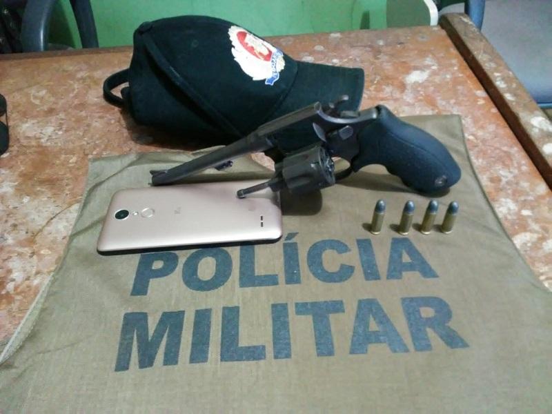 Polícia Militar prende homem por porte ilegal de arma em Divinópolis e recupera moto roubada em Paraíso