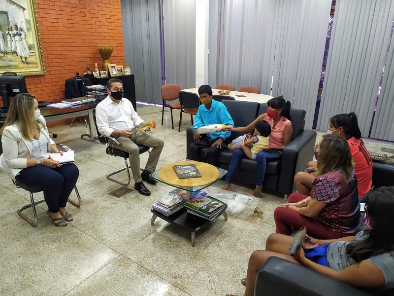 Artesãos Karajá da Ilha do Bananal pedem apoio para comercialização de produtos