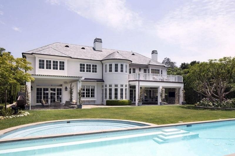 LeBron James coloca casa em Los Angeles à venda por R$ 112 milhões