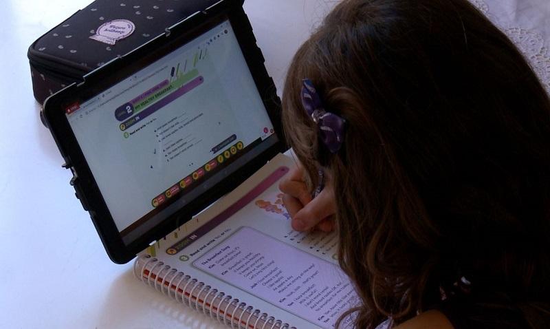 Cresce número de brasileiros com acesso à internet em casa