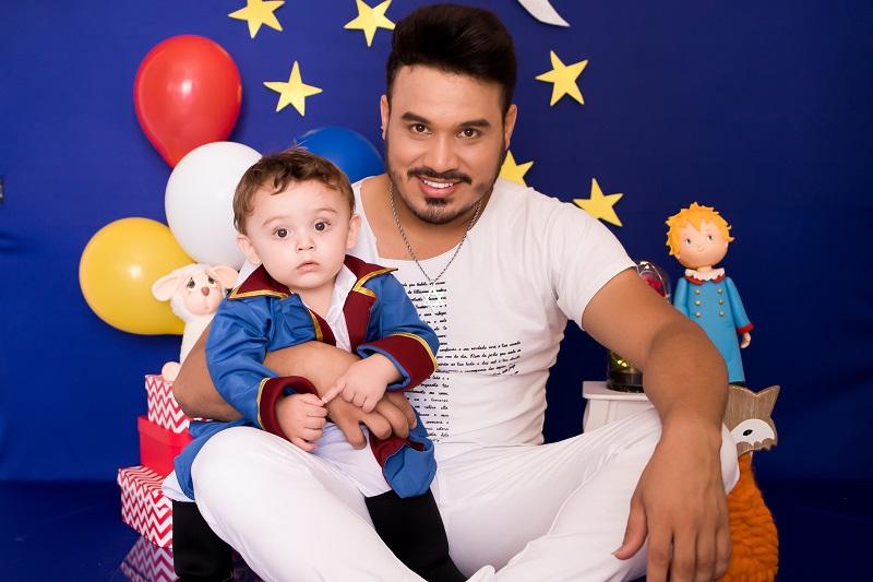 Marcelo Martins, do Tchu Tcha Tcha, faz música para comemorar 2 anos do filho