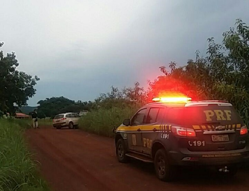 PRF recupera, em Paraíso, táxi roubado em Uberlândia-MG