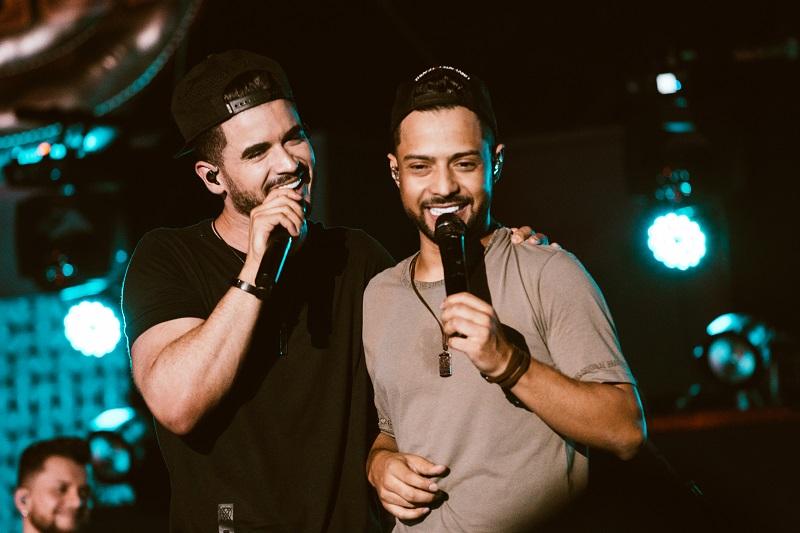Thiago e Graciano divulgam último EP do projeto 'No Bar da Facul'