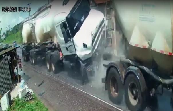 Câmera de segurança registra grave acidente com cinco mortes na BR-316, no Pará