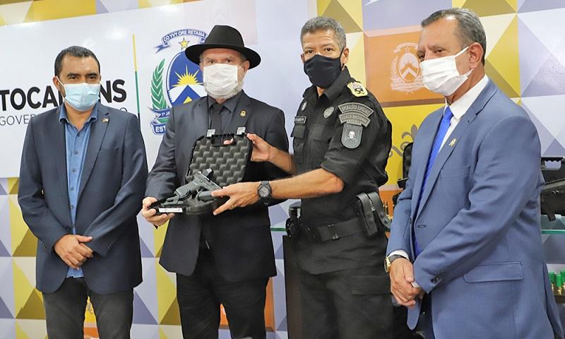 Governador Carlesse promove mais de 1,6 mil militares e entrega armamento de ponta à corporação
