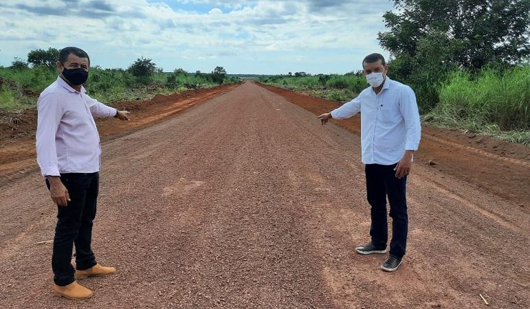 Isaias Piagem inspeciona obras de manutenção em estradas vicinais de Marianópolis-TO