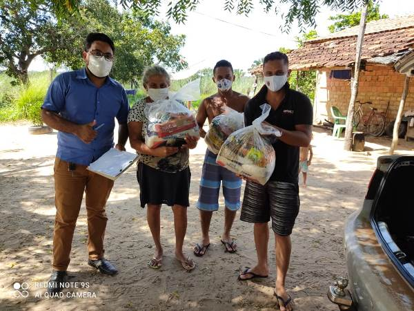 Prefeitura de Rio dos Bois distribui 200 cestas básicas