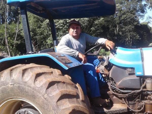 Prefeitura disponibiliza serviço de gradeamento a associação de agricultores de Pium