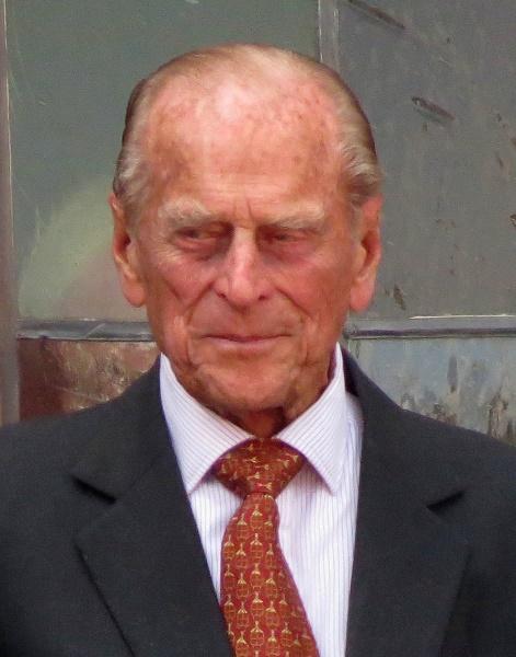 Reino Unido homenageia príncipe Philip com disparos de artilharia