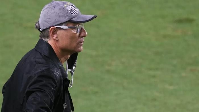 Ariel Holan pede demissão e não é mais técnico do Santos