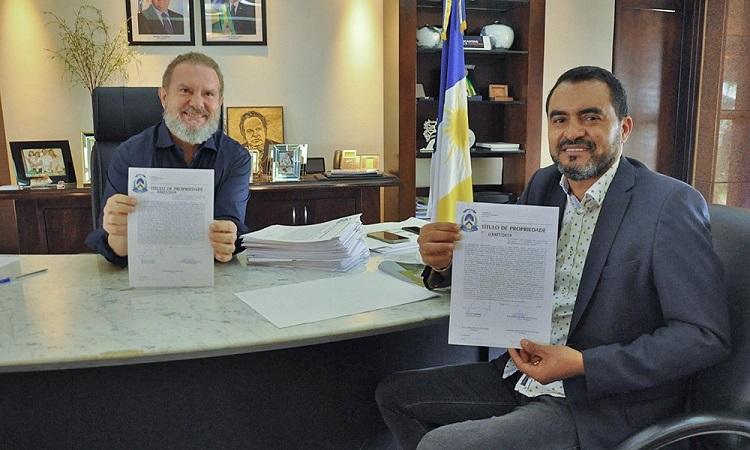 Governador Carlesse assina mais de 600 títulos definitivos de propriedades do Jardim Taquari e outros bairros de Palmas