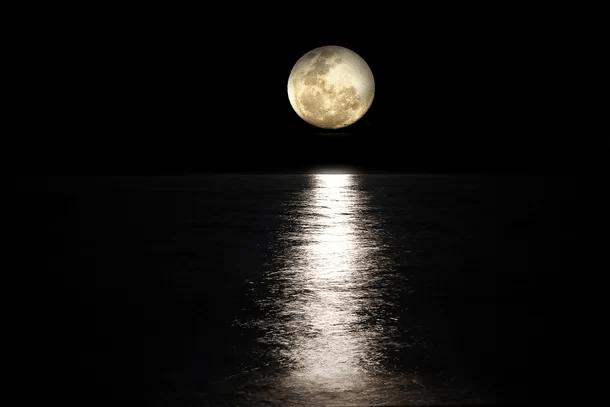 Por que a Lua está se distanciando da terra?