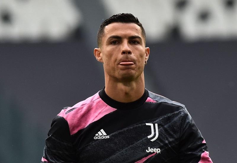 Adeus, Juventus? Cristiano Ronaldo transporta carros de luxo e alimenta especulações