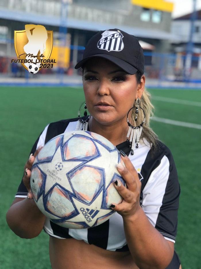 Modelo Plus Size, Elaine Ribeiro quebra barreiras e se torna Musa do Santos
