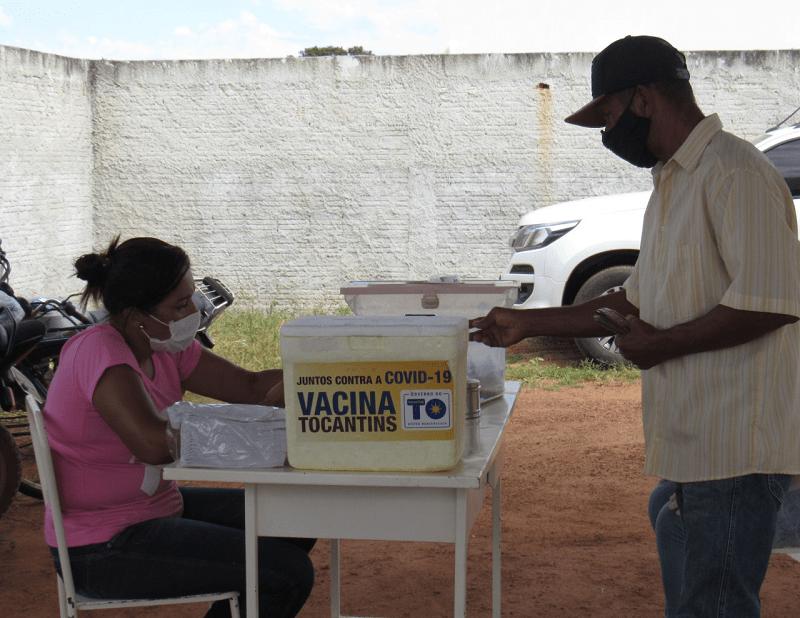 Pessoas com comorbidades começam a ser vacinadas contra covid-19 em Cariri