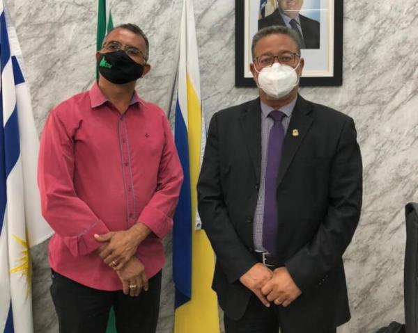 Prefeito de Nova Rosalândia solicita investimentos para implantação de polo agroindustrial