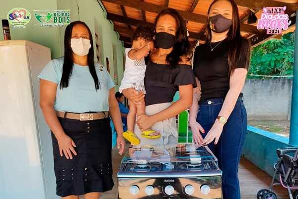 Prefeitura de Rio dos Bois entrega prêmios sorteados na live em celebração ao Dia das Mães
