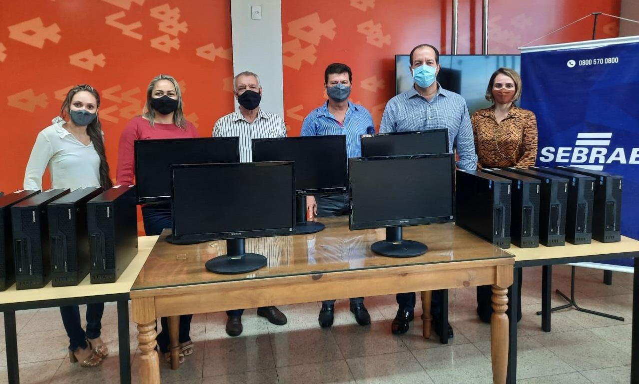 Sebrae realiza doação de computadores para Prefeitura de Araguaçu