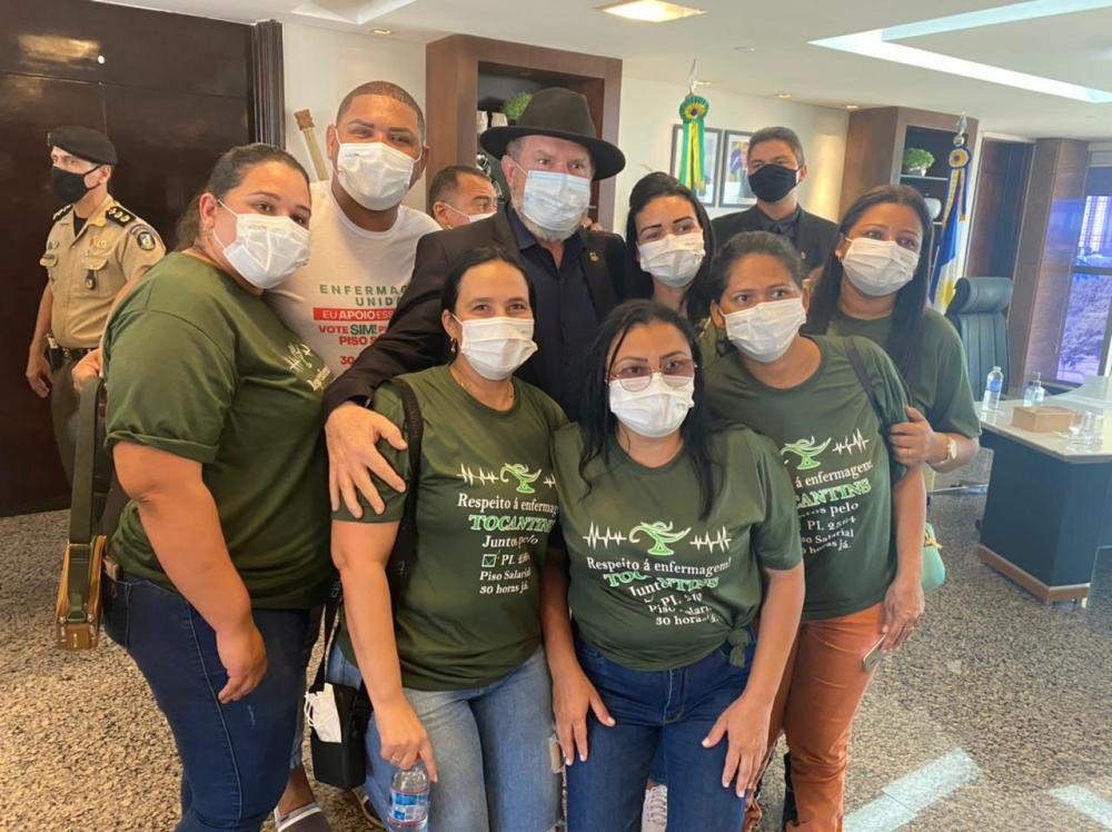Profissionais da Enfermagem de Caseara se reúnem com Governador em Palmas