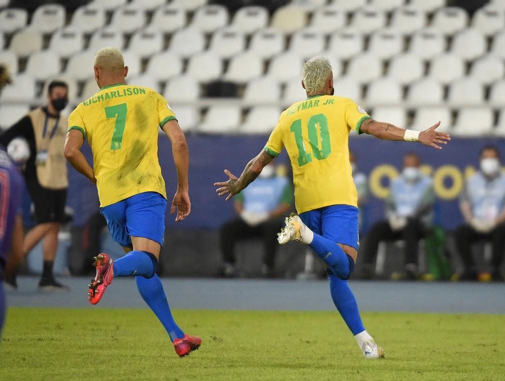 """Neymar chora após goleada da seleção brasileira: """"Passei por muita coisa nesses dois anos"""""""