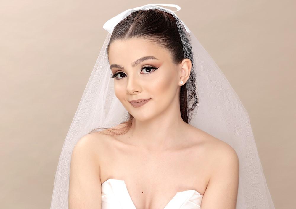 Aprenda a fazer a make usada pela Ariana Grande em seu casamento
